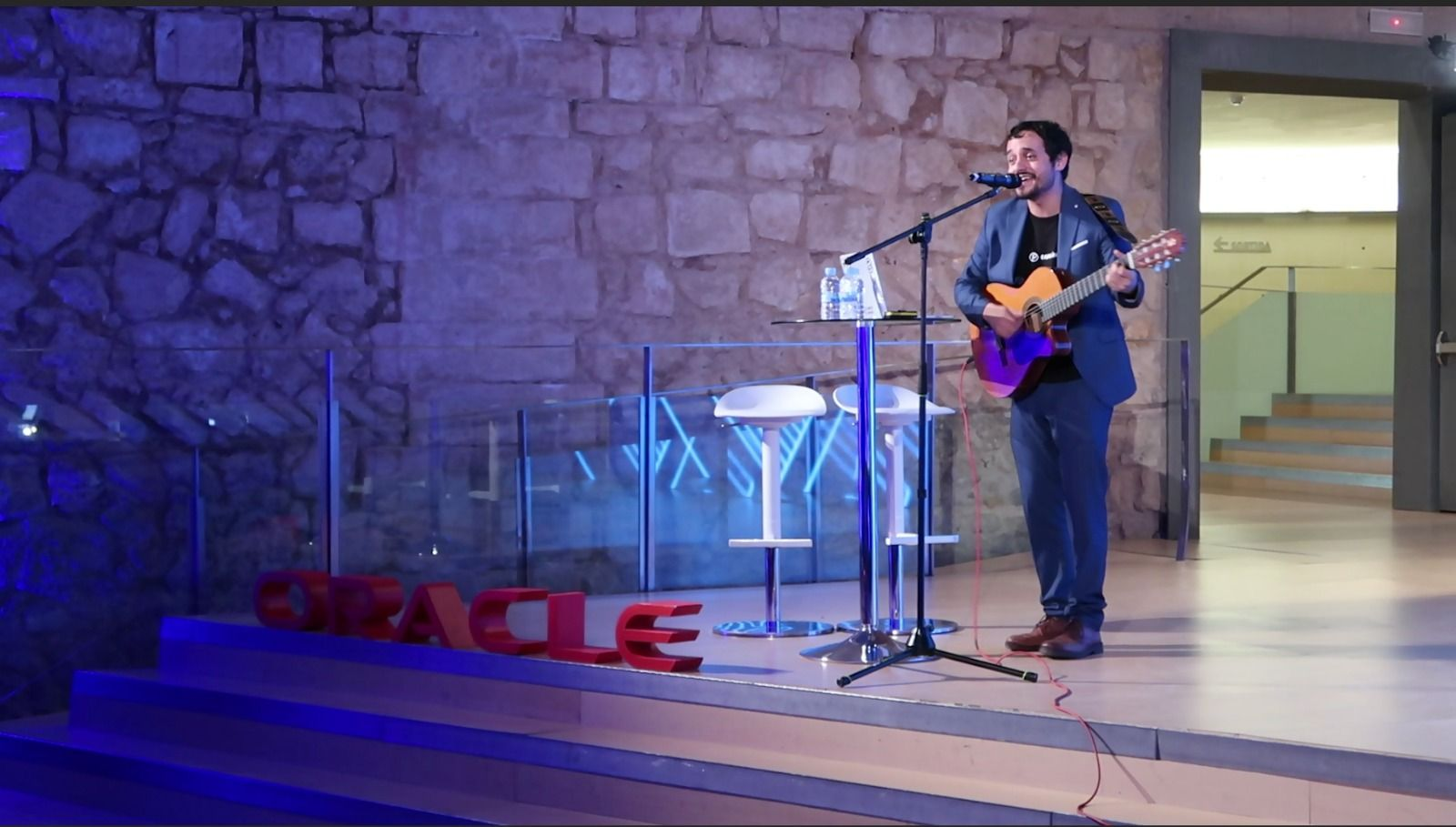 Aldo Narejos en un evento de ORACLE.